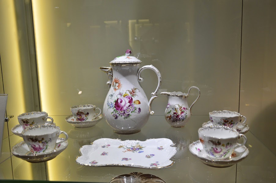 jares porcelain