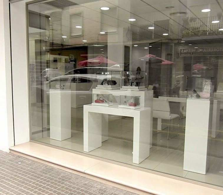 Arsenio mobiliario julio 2014 for Muebles para escaparates