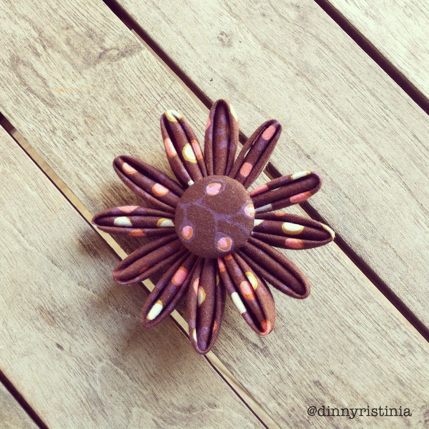 how to make a flower brooch with fabric