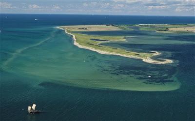 NUEVA ISLA APARECE FRENTE A LAS COSTA DE Schleswig-Holstein, EN ALEMANIA, ENERO 2013