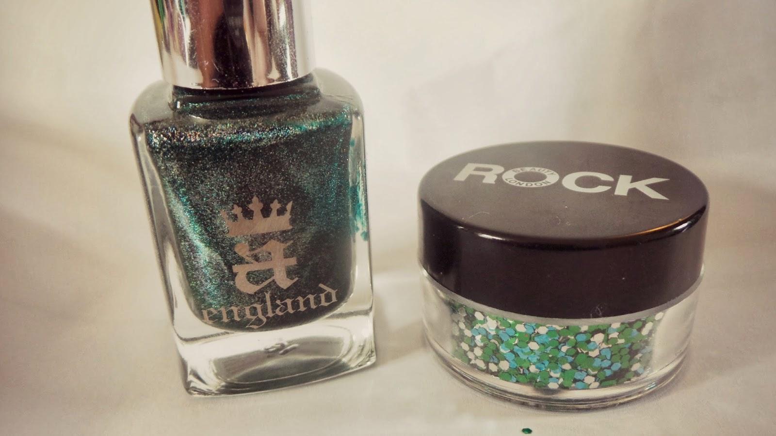 green nail sparkles
