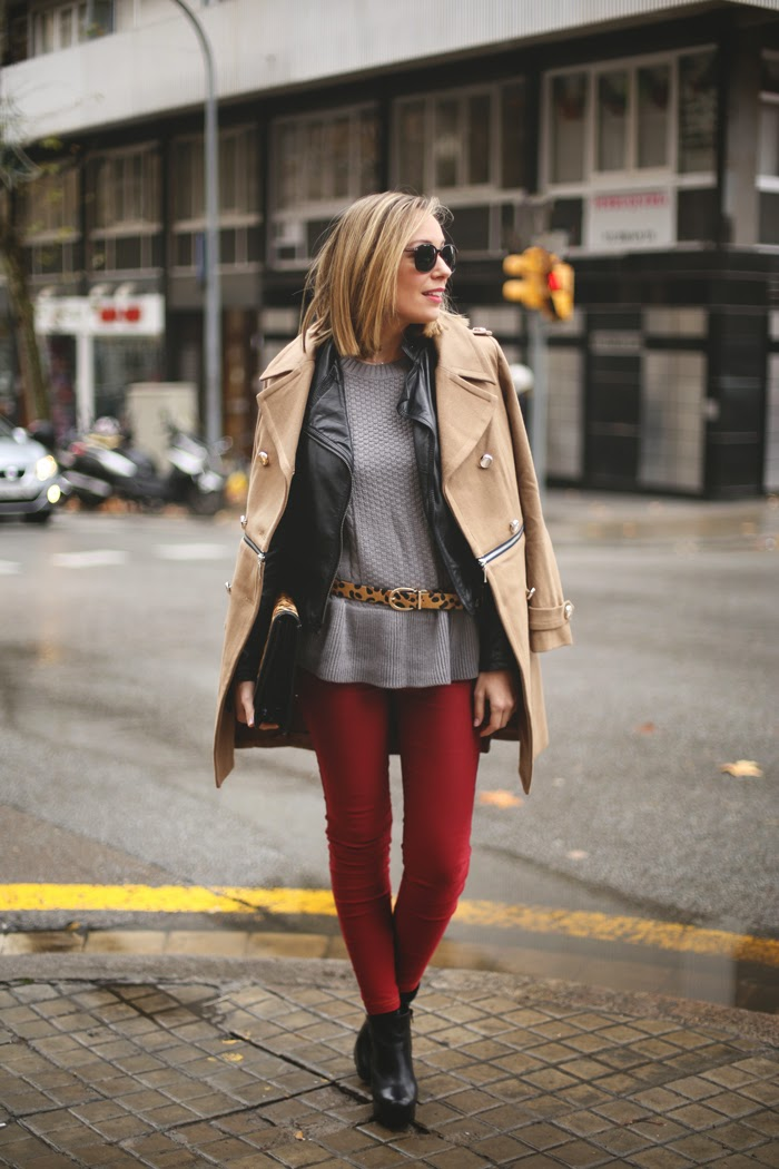red leggings, grey sweater,jacket,black boots and camel color stylish coat