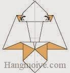 Bước 12: Tạo nếp gấp hai góc giấy bằng cách gấp vào trong rồi mở ra.