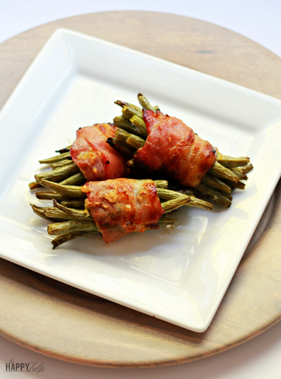 bacon-wrapped green bean bundles │ thehappytulip.com