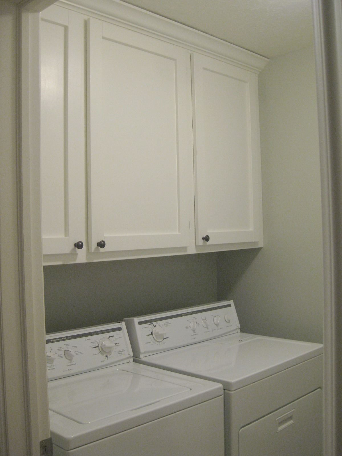 tda decorating and design laundry room custom cabinet reveal. Black Bedroom Furniture Sets. Home Design Ideas