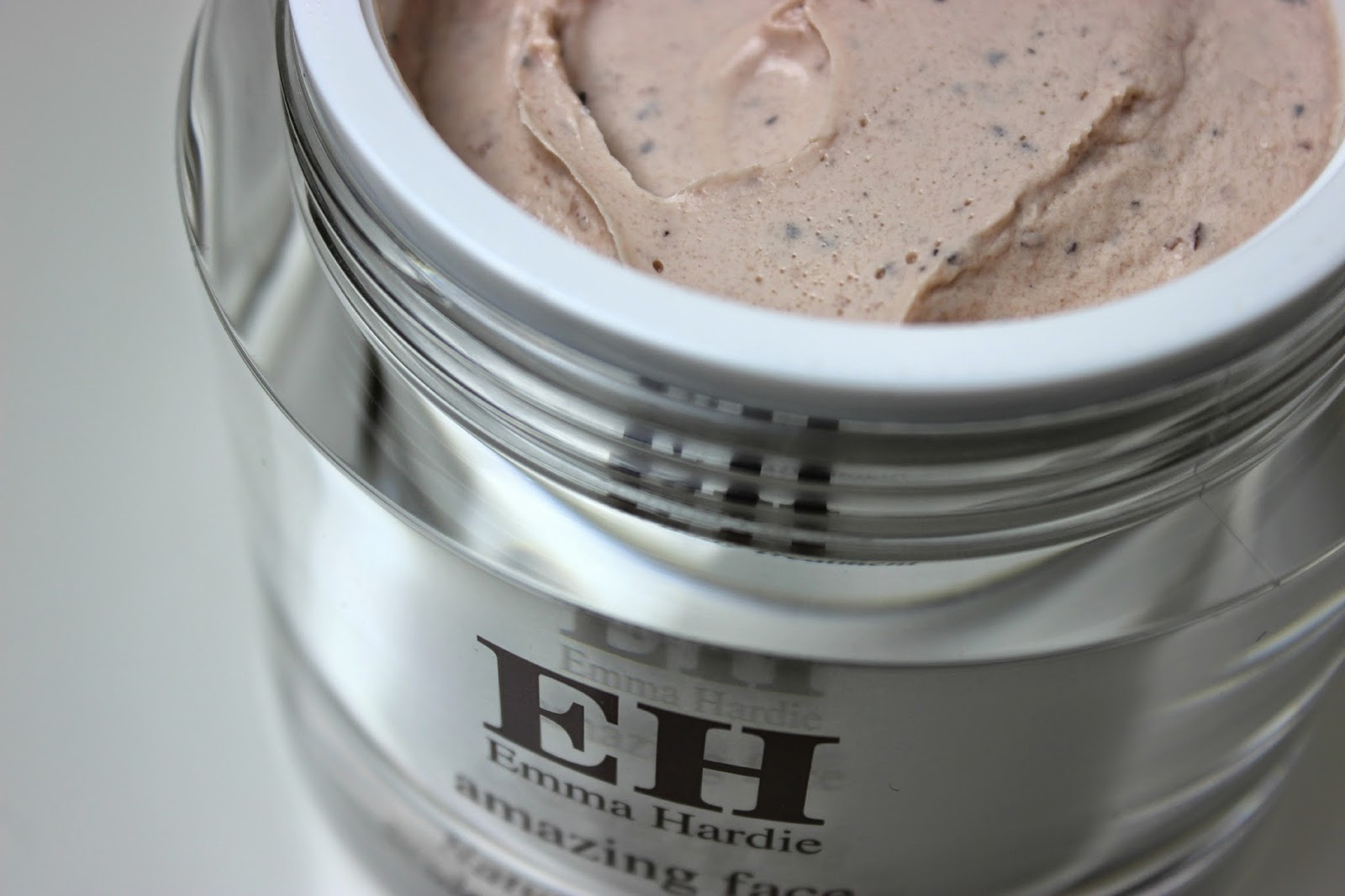 Emma Hardie Natural Lift and Sculpt Body Treatment Scrub