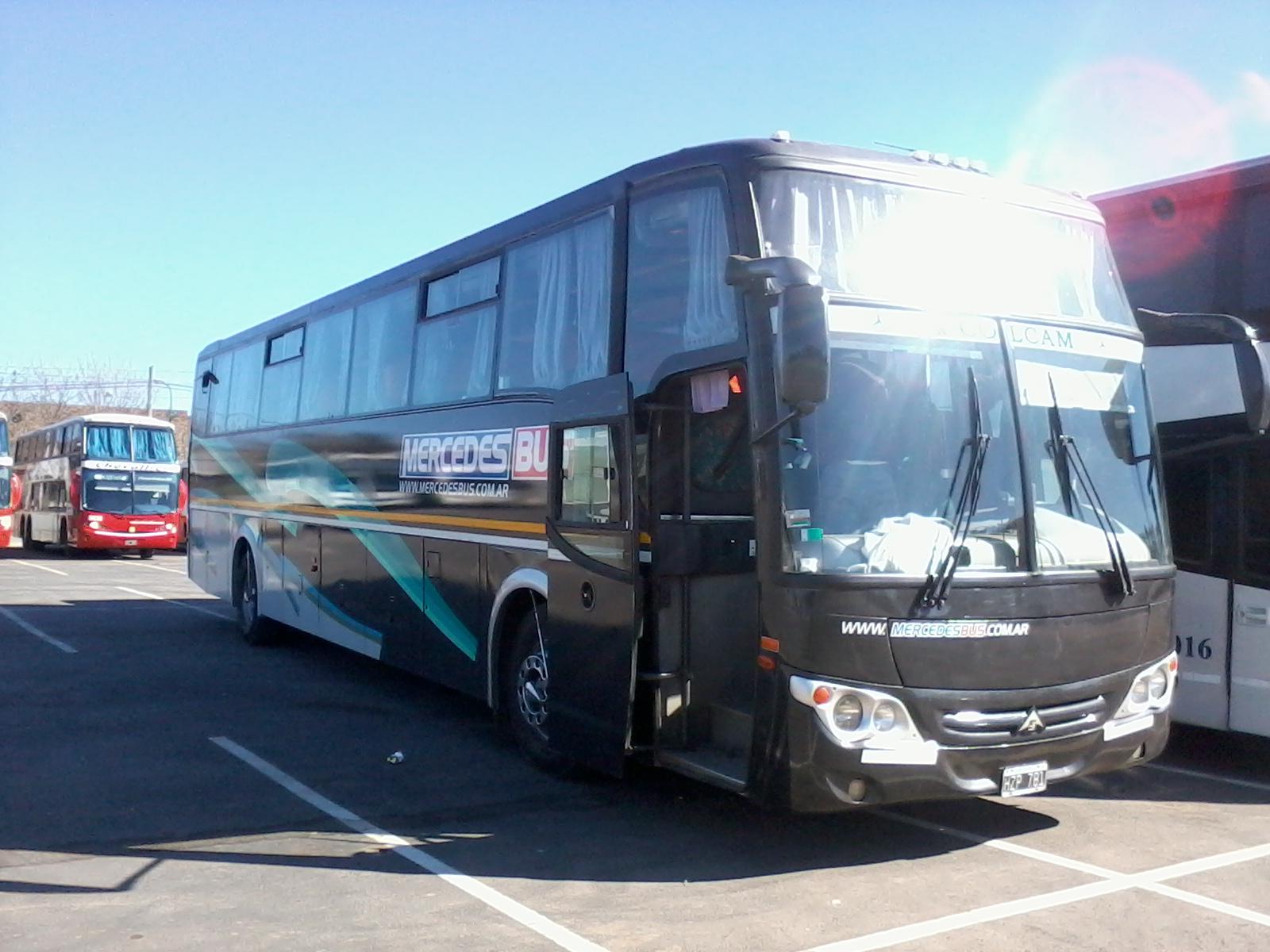 The bondis los buses de tu pa s mercedes bus for Mercedes benz charter bus