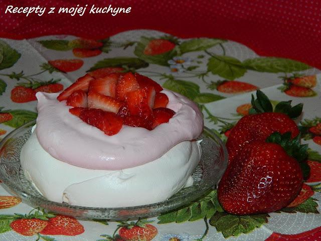 Mini tortičky Pavlova s jahodovým krémom