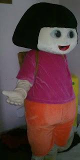 dora adalah contoh dari kostum badut karakter