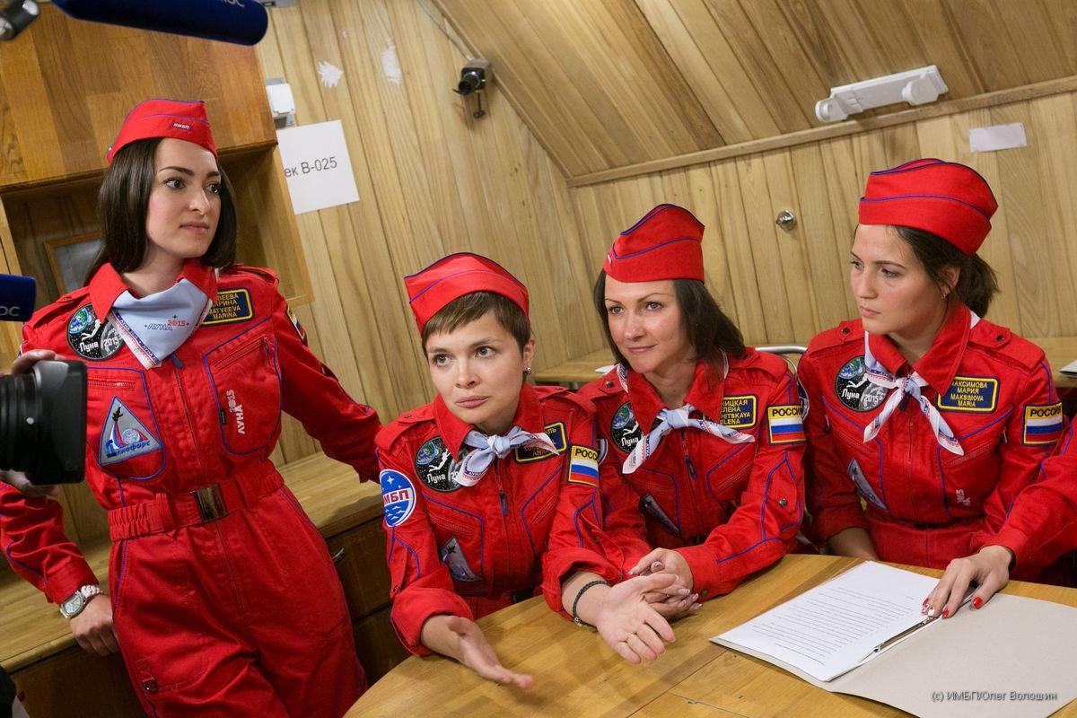 humanidad y cosmos seis mujeres rusas se preparan para