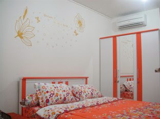 Anna's Apartment at Green Bay Pluit