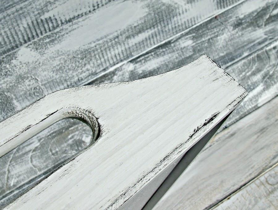 Biała taca kuchenna w stylu schabby chic. Przetarcia i postarzenia vintage.