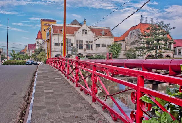 Jembatan Merah - Daftar 5 Tempat Wisata untuk Liburan di Surabaya