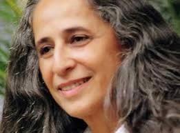 Maria Bethânia canta tema de Teresa e Estela em Babilônia