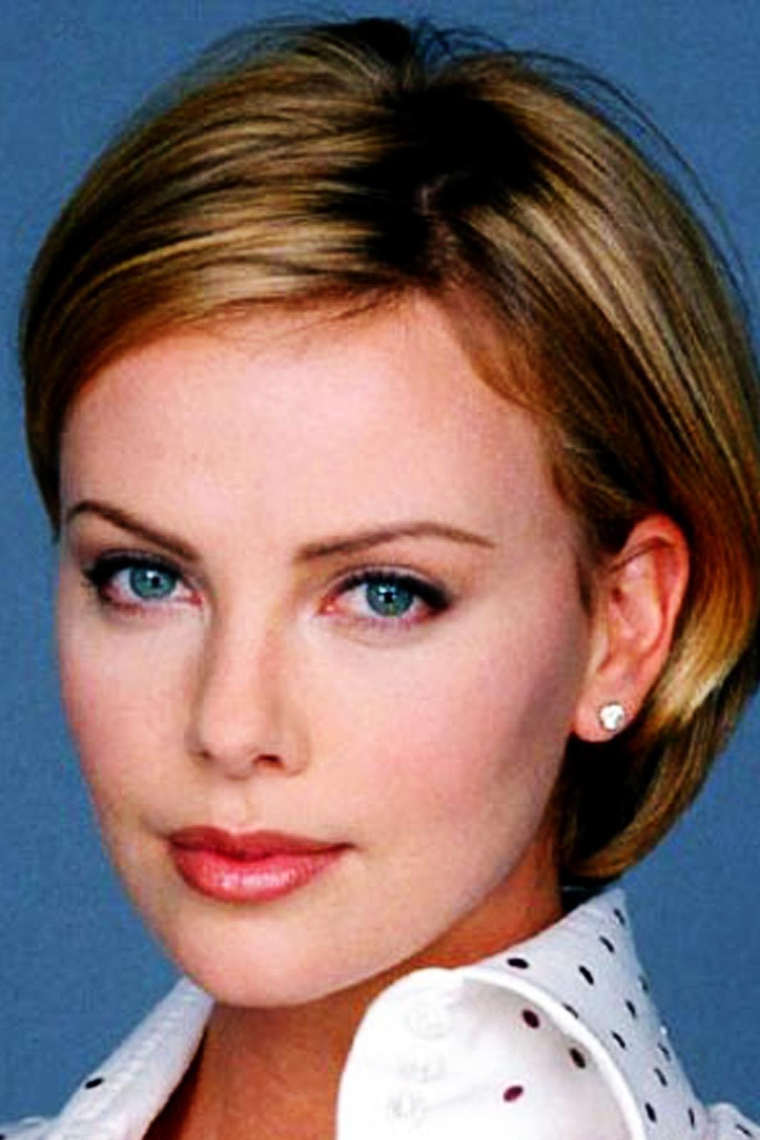 http://1.bp.blogspot.com/-EsdauBOG2so/UAF-88oVHcI/AAAAAAAAA44/a5atakhHRaE/s1600/Charlize-Theron-Pictures-1.jpg