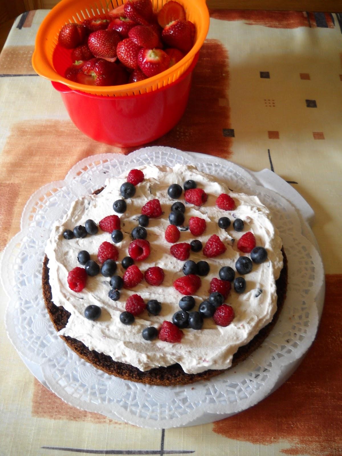 rasberry blackberry cake strawberry summer cake
