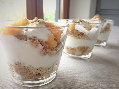coppe pesche e yogurt