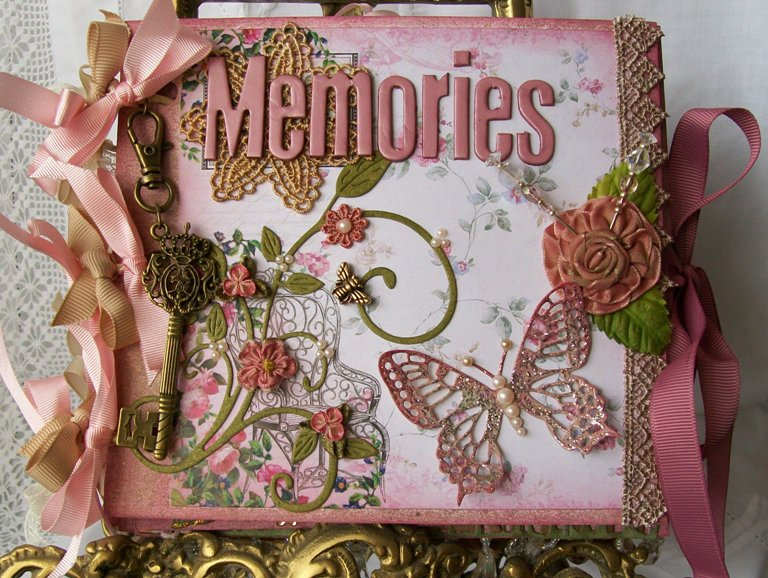 Handmade Scrapbook Cover : Delightfully crazy mini albums