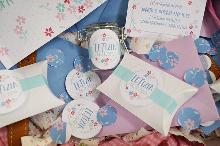 le etichette per bomboniera coordinate con il party kit floreale
