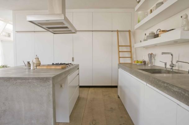 ... een strakke witte keuken met een fantastisch betonnen aanrechtblad