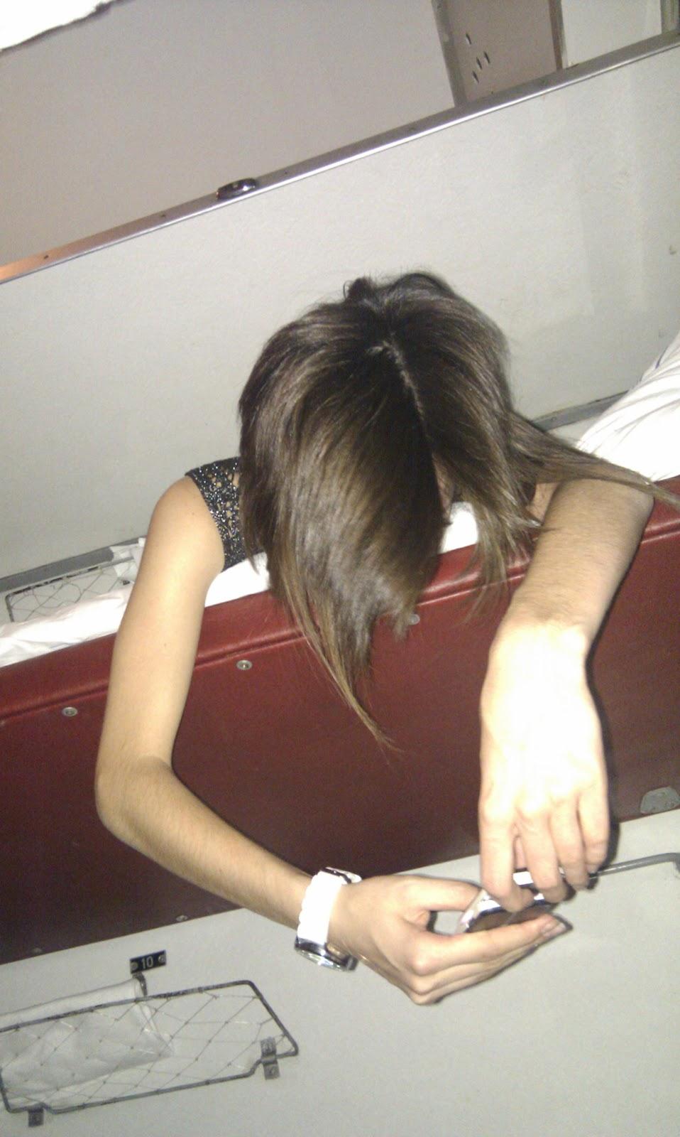 Развели девушку на раздевание 2 фотография