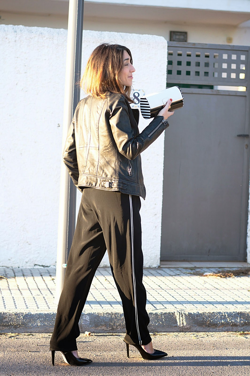 Pantalones Elizabeth & James, Top y Perfecto Mango, Clutch Marc Jacobs, Stilettos Menbur