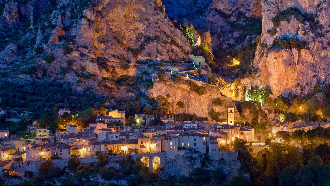 bing wallpaper for desktop free download village of moustiers sainte marie provence alpes cote. Black Bedroom Furniture Sets. Home Design Ideas