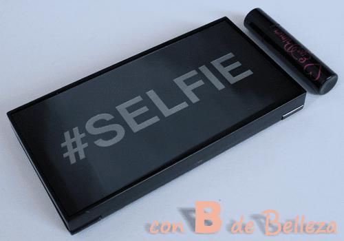 Eyeshadow palette Selfie Free primer