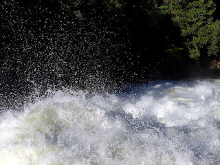 http://www.public-domain-image.com/nature-landscape/river/slides/rivers-foam-rapids-splashing.html