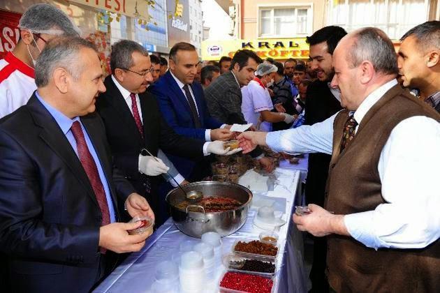 Sancaktepe Belediyesinden Cuma namazı sonrası aşure ikramı