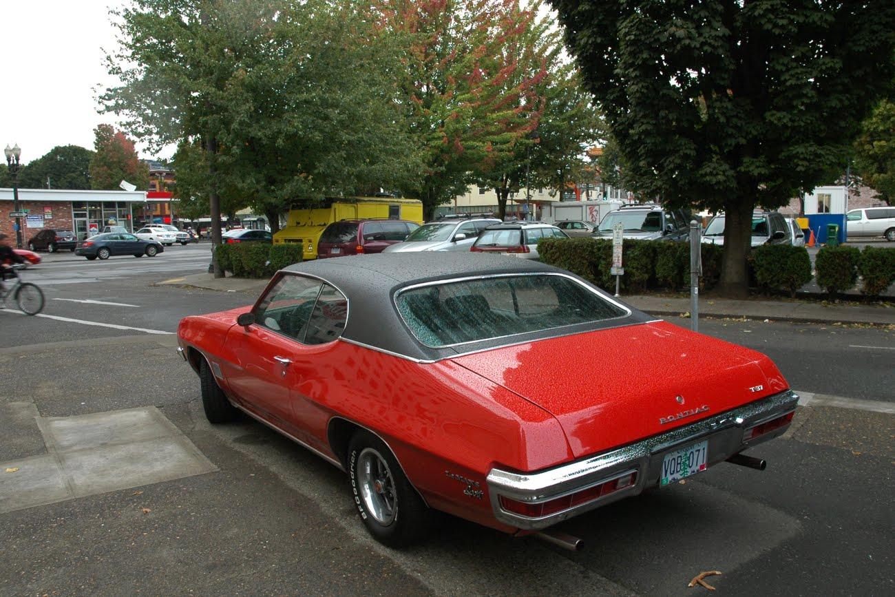 old parked cars 1972 pontiac lemans sport t 37. Black Bedroom Furniture Sets. Home Design Ideas