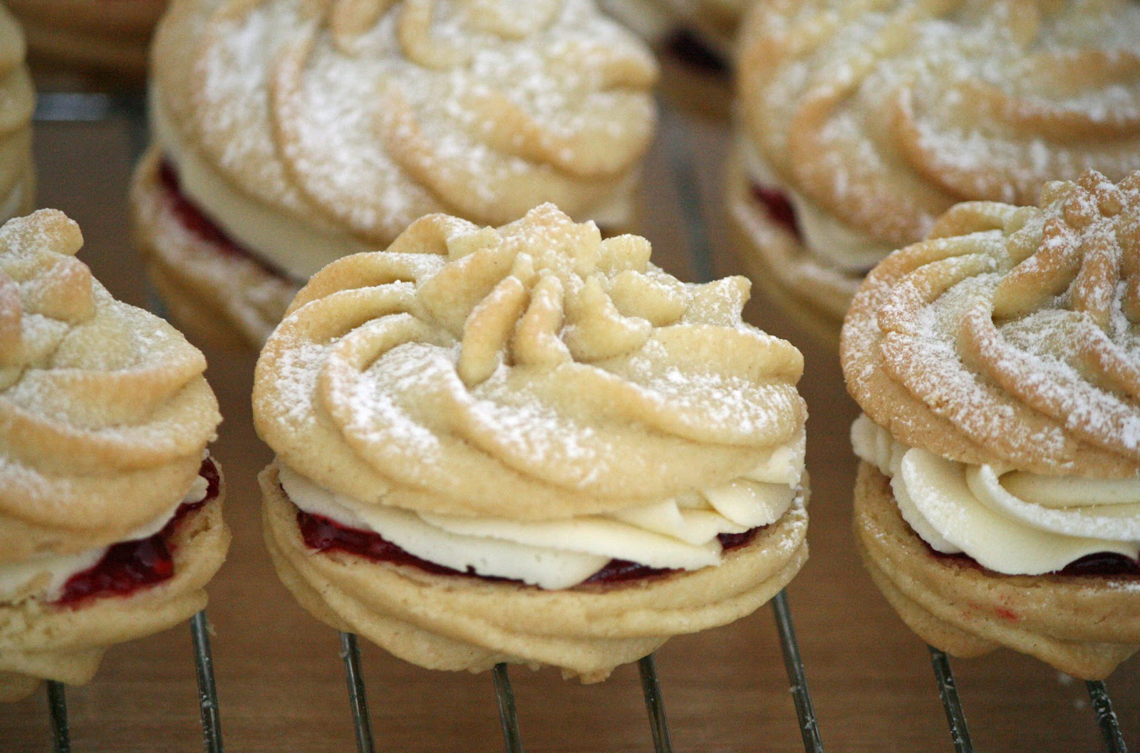 lauralovescakes...: Viennese Whirls & Fingers