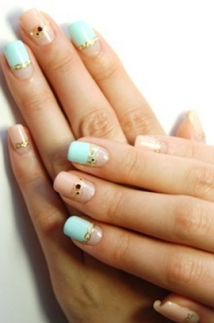 Chic-and-Simple-Nail-Art-Designs-for-Summer