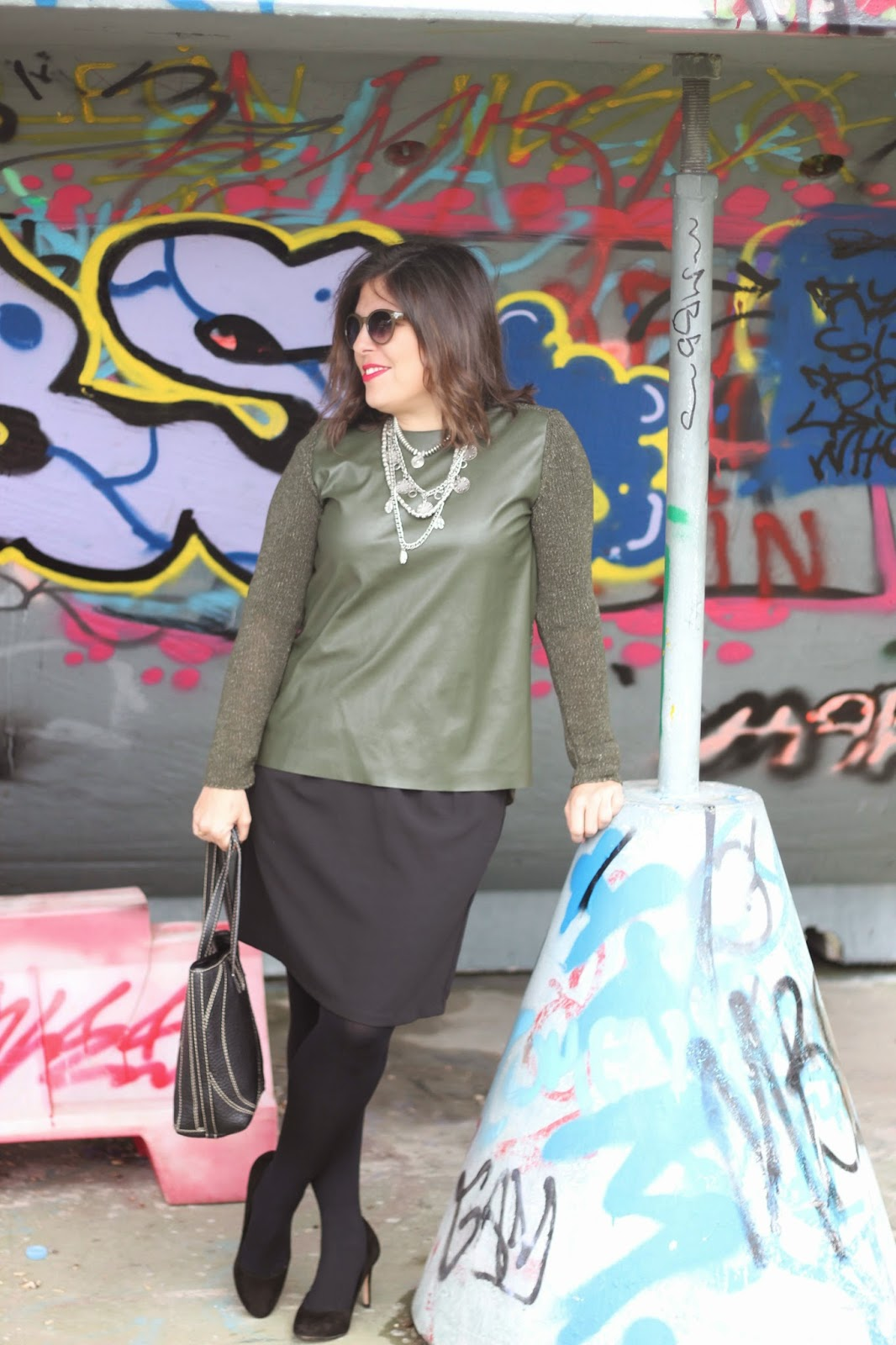 photo-look-blogger-street_style-kakhi_jumpsuit-black_skirt-collar_stradivarius