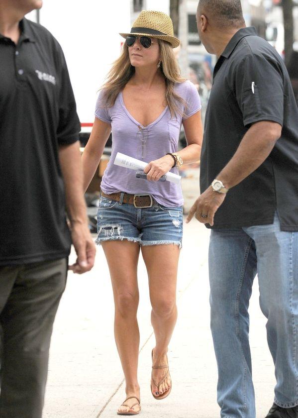 Jennifer Aniston (44) skinny body