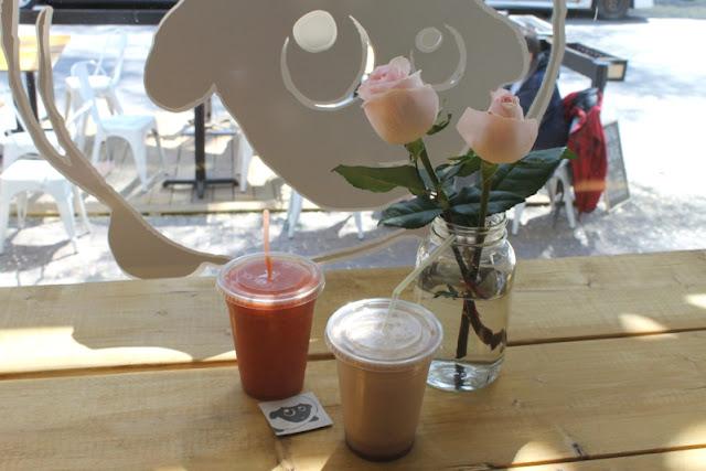 Smoothies originaux à la carte au Candide Café.