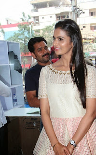 Actress Meenakshi Dixit Latest Pictures at Yes Mart Launch  43.jpg