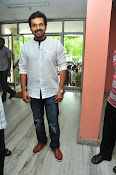 Karthi at Oopiri Pressmeet-thumbnail-18