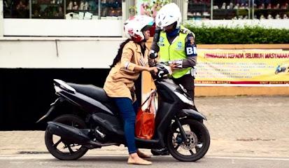 Tips Menghadapi Razia dan Tilang Polisi di Jalan