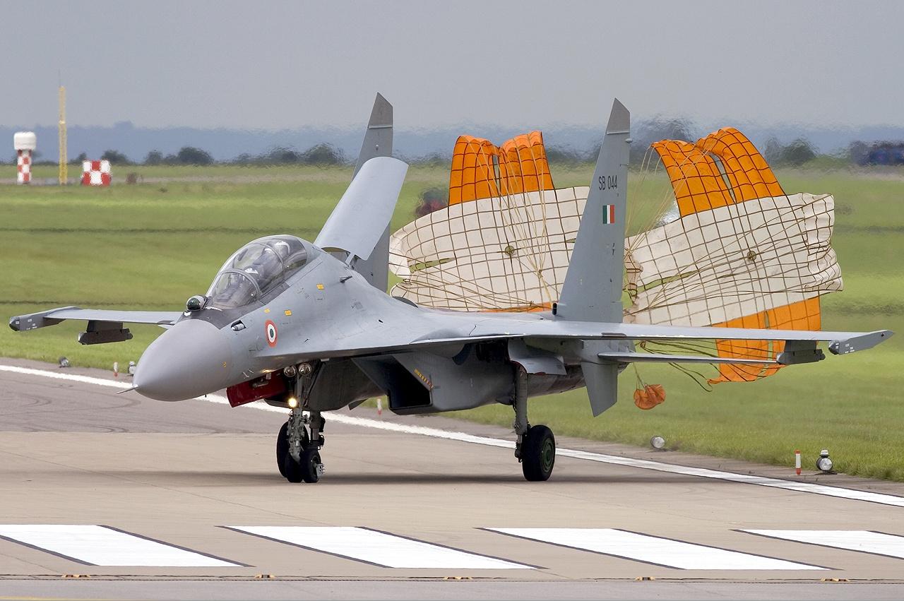 http://1.bp.blogspot.com/-Euknt24KK10/UOOJJ6-VU5I/AAAAAAAAN5Y/HWwRN962enI/s1600/sukhoi_su-30mki_india_parachute.jpg