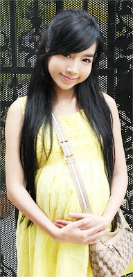 Elly Tran Ha with her yellow dress
