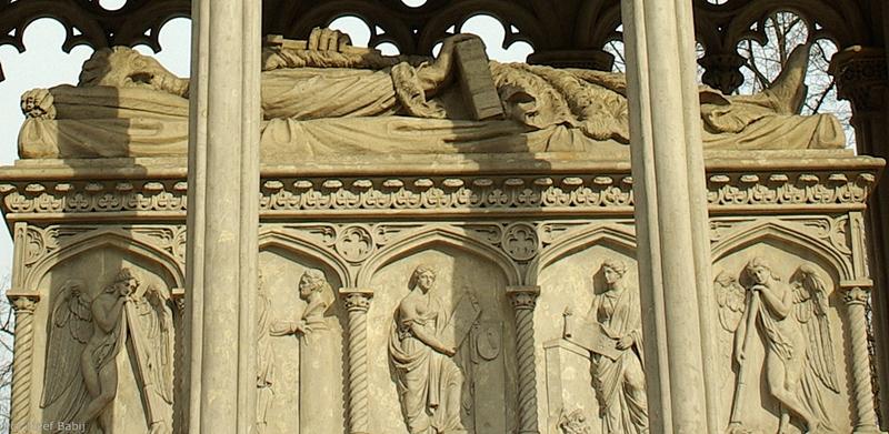 Wilanów, Mauzoleum Potockich sarkofag i rzeźby