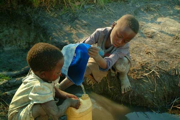Governments to guarantee that each person has at least 20 litres of clean water a day