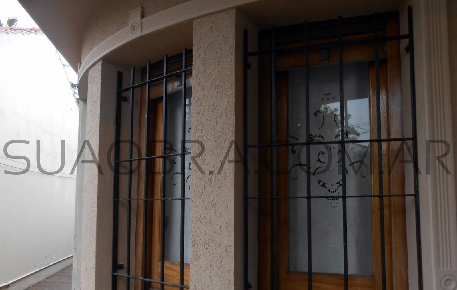 Refacci n de fachada exterior aplicaci n de for Revestimiento plastico para paredes