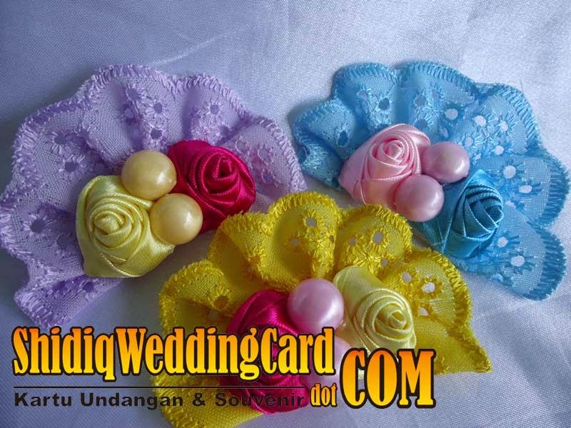 http://www.shidiqweddingcard.com/2014/09/souvenir-bross-bunga-2.html