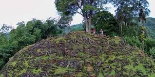 Situs Batu Gunung Padang Cianjur
