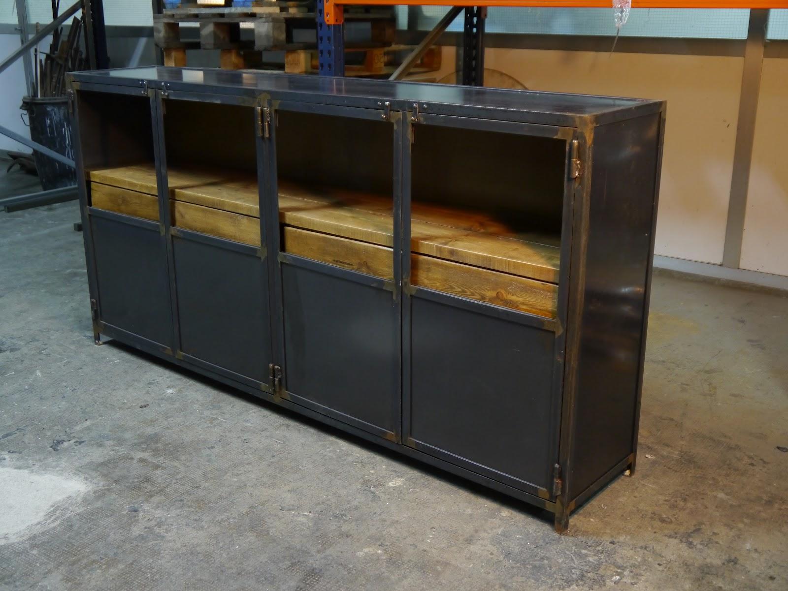 Mesas y sillas en metal de estilo industrial en hierro y for Muebles estilo industrial