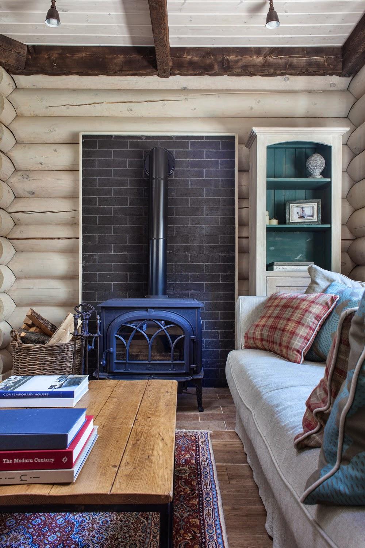 Интерьер загородного деревянного дома