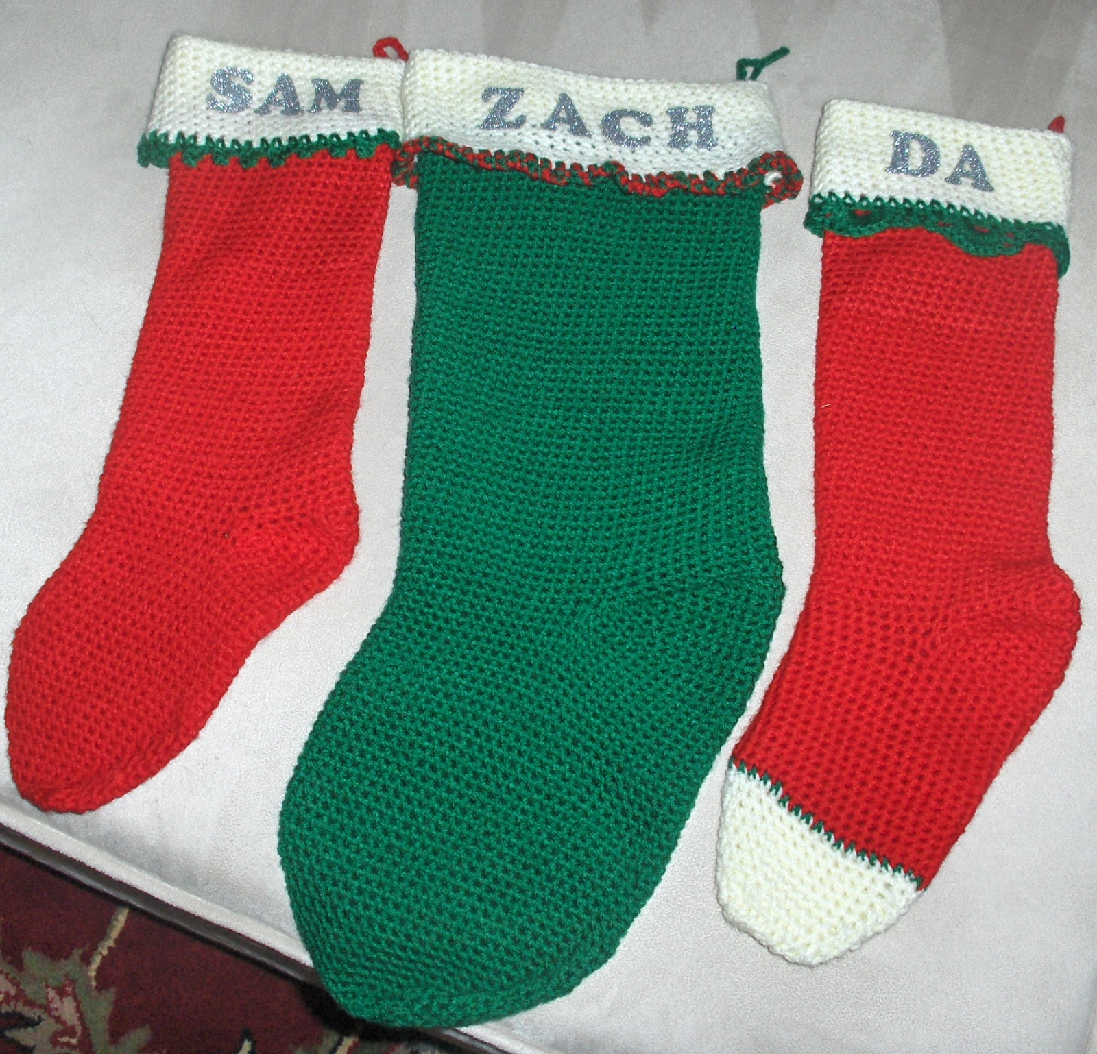 Das crochet connection free crochet stocking pattern this pattern was easy to understand and it did not take long to make each stocking the red stockings were made using the original directions and the green bankloansurffo Image collections