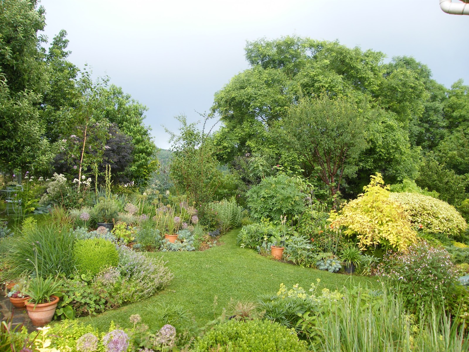 Au gr du jardin un jardin crin en auvergne for Au jardin